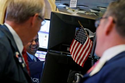 Désormais, Wall Street se relance «sur fond d'une pléthore d'annonces de fusions et acquisitions», ont écrit les experts de la maison de courtage Charles Schwab.