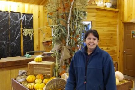 Johanne Riverin, agricultrice au kiosque de la Ferme... (Photo Le Quotidien, Roger Blackburn)