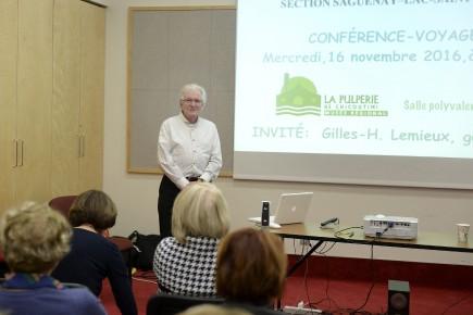 Gilles-H. Lemieux a fait voyager son auditoire en... (Photo Le Quotidien, Jeannot Lévesque)