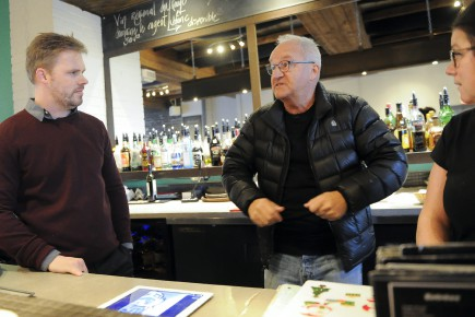 En entrevue au Café du Clocher, à Alma,... (Photo Le Quotidien, Gimmy Desbiens)