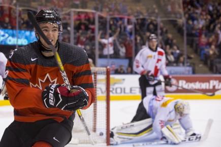 Nicolas Roy célèbre après avoir donné la victoire... (La Presse canadienne, Chris Young)
