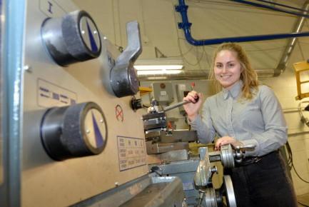 Corinne Gauvreau-Lemelin travaille activement avec d'autres étudiants à la création d'un groupe visant à promouvoir la diversité dans l'ingénierie à l'Université de Sherbrooke.