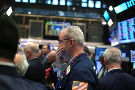 Vers 8h00, le contrat à terme sur l'indice Dow Jones Industrial Average, qui donne une indication de son évolution, reculait de 0,11% dans les échanges électroniques, celui sur le S&P 500 de 0,22% et celui sur le Nasdaq, à dominante technologique, de 0,23%.