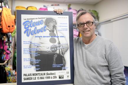 Michel Boivin, propriétaire d'Identification Sport, célèbre le 25e... (Photo Le Quotidien, Jeannot Lévesque)