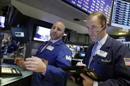Les investisseurs américains, qui revenaient d'un jour férié lundi, ont eu les yeux tournés vers l'international avec l'annonce d'une accélération de la croissance de l'activité privée dans la zone euro en février, au plus haut depuis presque six ans selon la première estimation d'un indice du cabinet Markit.