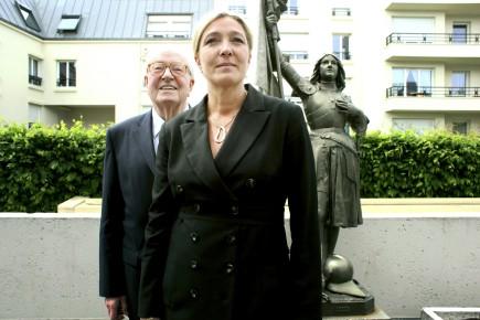 Marine Le Pen en compagnie de son père,... (Archives, La Presse)