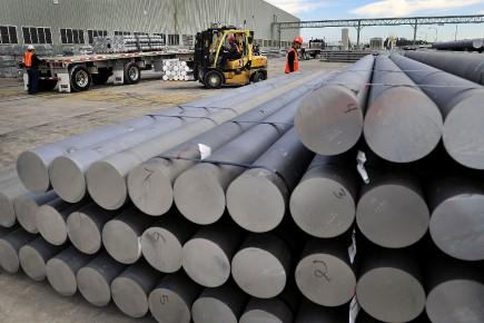 L'aluminium de haute pureté est utilisé à de nombreuses fins militaires, notamment dans la fabrication d'avions et le blindage des véhicules de l'armée.