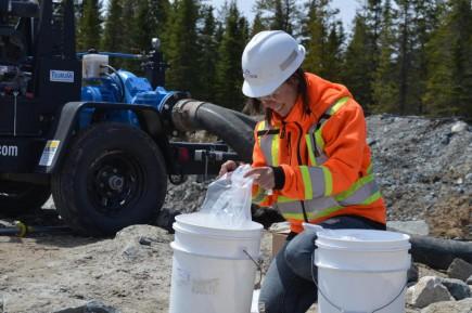 Andrée-Anne Lacasse est technicienne environnement chez North American Lithium.