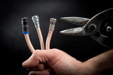 Des dizaines de milliers de Québécois ont quitté leur télédistributeur et coupé le cordon, pour le remplacer par l'antenne et l'internet, depuis 2013.