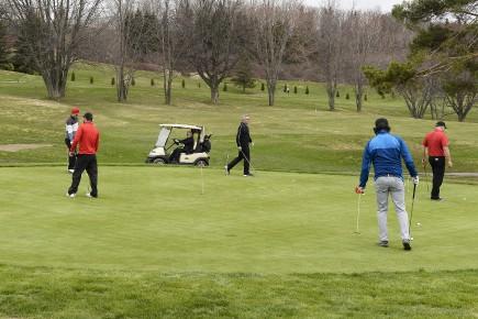 Saison de golf... (archives le Quotidien, Jeannot Lévesque)