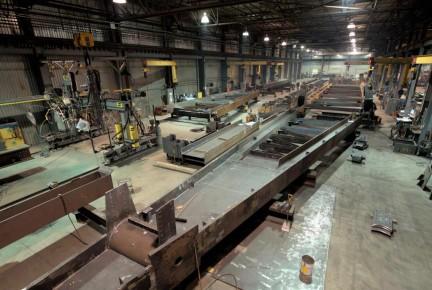 Groupe ADF est un chef de file nord-américain dans la conception et l'ingénierie de connexions, la fabrication, incluant l'application de revêtements industriels, l'installation de charpentes métalliques complexes, de composantes assemblées lourdes en acier, ainsi que de métaux ouvrés et architecturaux, pour le secteur des infrastructures non résidentielles.