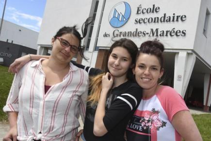 La maman de Léonie, Karen Desbiens, Léonie Larocque... (Photo Le Progrès, Michel Tremblay)