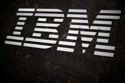 IBM prévoit maintenant réaliser un bénéfice de 13,80 $ US par action pour l'ensemble de l'exercice en cours.