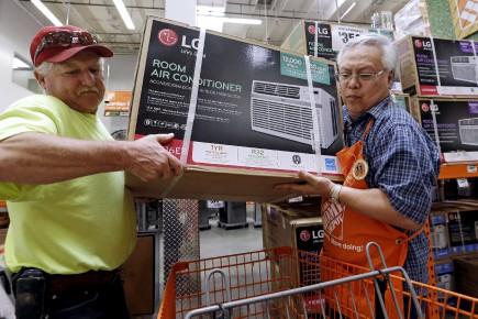 Home Depot, dont les résultats reflètent généralement la santé de la consommation des ménages américains, profite de la bonne forme actuelle du marché immobilier, car ses activités sont dépendantes du secteur de la construction.
