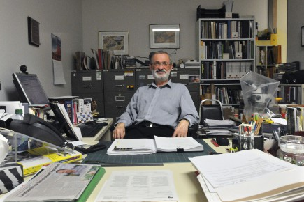 L'entomologiste Robert Loiselle suggère en riant de prendre... (Archives Le Quotidien, Michel Tremblay)