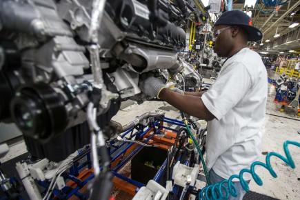Certains représentants de l'industrie automobile ont averti que ces mesures sont tellement irréalistes qu'elles pourraient inciter des constructeurs à délocaliser la production vers l'Asie et ne payer que le tarif d'importation.