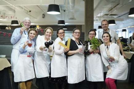 Le 7 décembre dernier, plus de 300 employés de Saputo de la région de Montréal ont pris part à la première G<i>rande corvée alimentaire Saputo</i>.