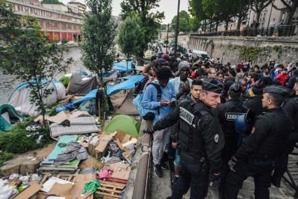 PAUVRETÉS, INÉGALITÉS, etc. 1629252-deplorant-dignite-existe-pas-campements