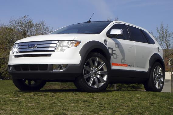 un ford rechargeable d 39 ici 2012 alain mckenna collaboration sp ciale auto colo. Black Bedroom Furniture Sets. Home Design Ideas