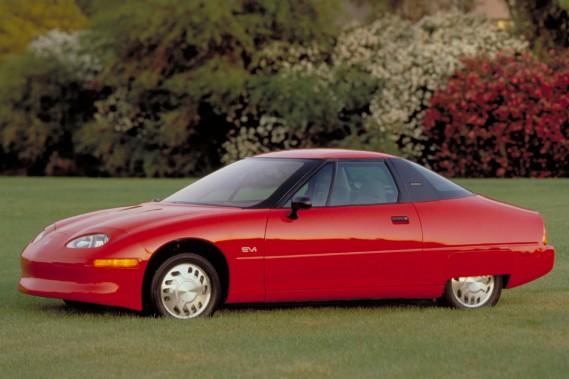 La Saturn EVI 1996, le premier véhicule électrique de GM.