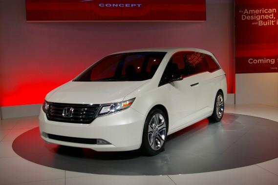 Même si elle sera totalement redessinée au cours des prochains mois en adoptant un style plus sportif, on reconnaîtra la silhouette spécifique de la Honda Odyssey.