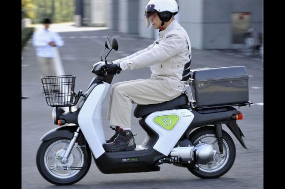 honda d veloppe un scooter lectrique recharge rapide d 39 apr s afp reuters moto. Black Bedroom Furniture Sets. Home Design Ideas