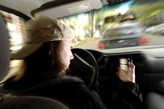 Adolescent au volant vidéo
