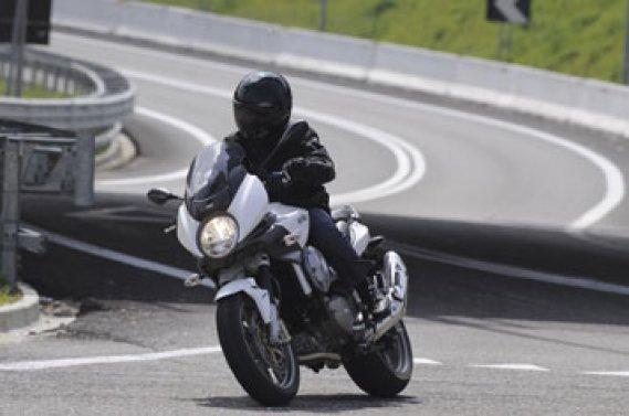 la moto automatique selon aprilia bertrand gahel collaboration sp ciale moto. Black Bedroom Furniture Sets. Home Design Ideas