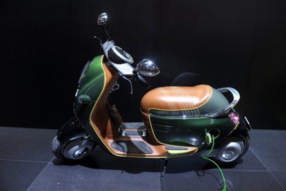MINI a présenté un prototype de scooter électrique au salon de Paris.