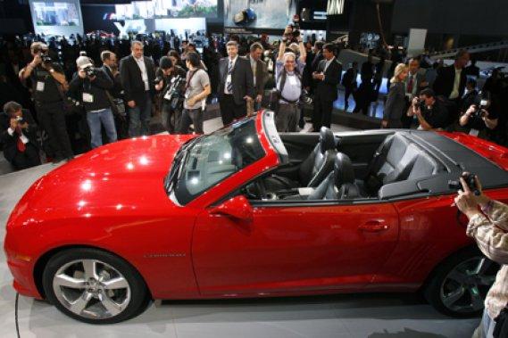 Les journalistes qui ont assisté au dévoilement de la Camaro décapotable, ce matin, ont eu droit chacun à leur Hot Wheelcommémorative de la bagnole, courtoisie de GM.