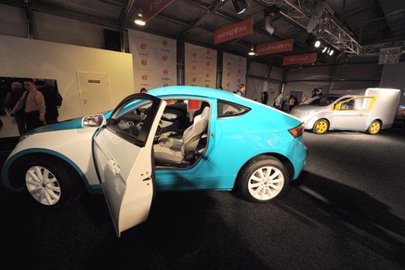 la russie d voile sa nouvelle voiture hybride la mobile auto colo. Black Bedroom Furniture Sets. Home Design Ideas
