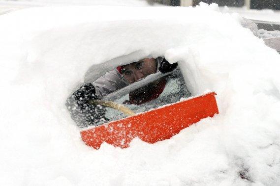 En hiver, il faut à tout prix déneiger entièrement votre véhicule. Pour votre bien et celui des autres.