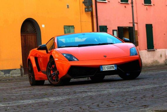 les italiens se d barrassent de leurs voitures de luxe par crainte du fisc nouvelles. Black Bedroom Furniture Sets. Home Design Ideas