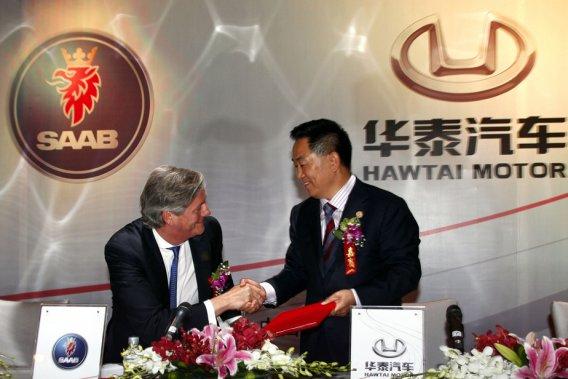Saab s'est associé avec le constructeur chinois Hawtai, un partenariat conclu entre les dirigeants Victor Muller et Zhang Xiugen.