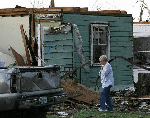 Le bilan de la tornade passe 122 morts tats unis for Accouchement difficile a la maison