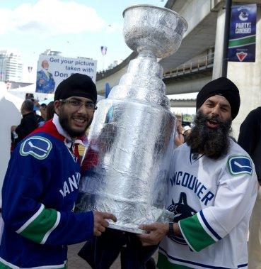 Des amateurs des Canucks ont célébré trop vite... (Photo PC)