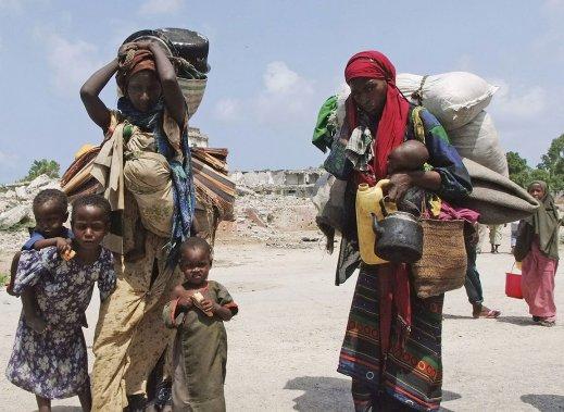 348082-femmes-transportent-leurs-enfants-leurs