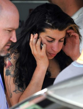 Une première alerte sérieuse l'avait conduite à l'hôpital en août 2007, pour overdose. En juin 2008, elle est conduite à l'hôpital après s'être évanouie. (Photo AFP)