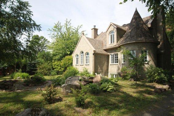 cottage devant la baie de vaudreuil marie andr e amiot maisons de luxe. Black Bedroom Furniture Sets. Home Design Ideas