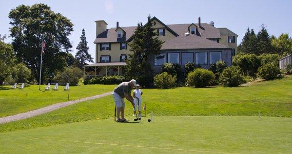 L'hôtel Claremont, aux abord du Parc national Acadia, un vestige des belles années des vacances traditionnelles du Maine. Bâti en 1884, il est sur le registre national des lieux historiques. (Hugo de Grandpré, La Presse)