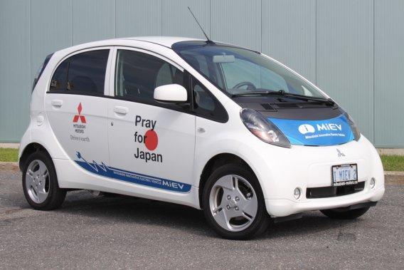 Un peu comme la Fiat 500, la Mitsubishi I-MIEV est ce que l'on pourrait appeler une «voiture bonbon» à la bouille sympathique.