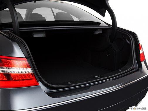 Mercedes-Benz - Classe-E 2011: Le soleil brille pour tout le monde - Coupé 2 portes 3,5 L à traction arrière - Coffre (Evox)
