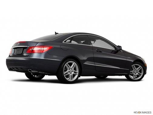 Mercedes-Benz - Classe-E 2011: Le soleil brille pour tout le monde - Coupé 2 portes 3,5 L à traction arrière - Plan latéral arrière (Evox)