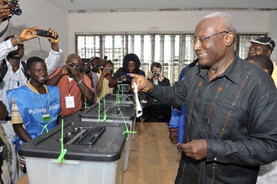 Pr sidentielle lib rienne la nobel de la paix ellen johnson sirleaf en t te afrique - Changement bureau de vote ...