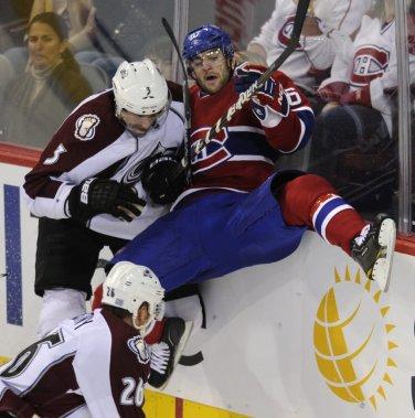 Max Pacioretty est frappé solidement par l'ancien du Canadien Ryan O'Byrne. (Bernard Brault, La Presse)