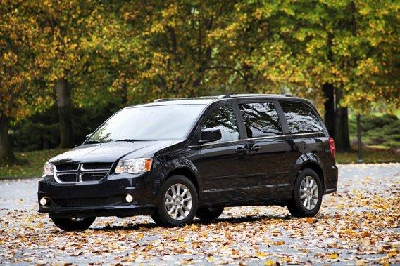 La Dodge Grand Caravan va garder son nom au Canada, contrairement aux États-Unis où il sera abandonné au profit de l'unique appellation Chrysler Town & Country.