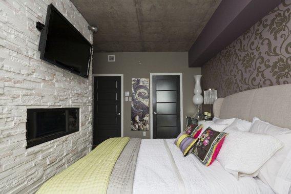 Penthouse de r ve au dix30 danielle bonneau maisons de for Meubles dix30