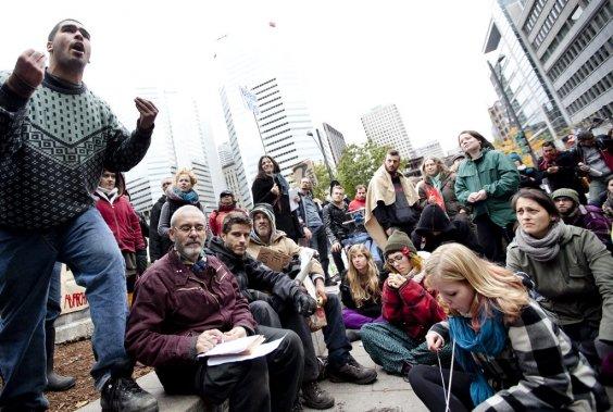 On discute et lance des débats sur la place publique. (Photo: Marco Campanozzi)