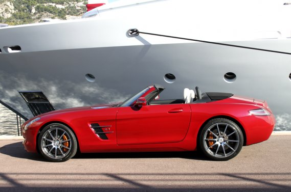 Le roadster SLS se veut le nouveau porte-étendard de Mercedes-Benz. (Photo Jacques Duval, collaboration spéciale)