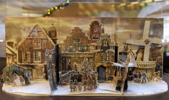 Ce décor fait de carton provient de la France. (Le Soleil, Erick Labbé)